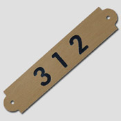 Numéro de table en laiton vernis