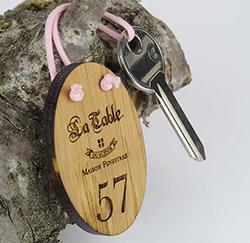 Porte clé en bois ovale