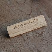 badge en bois chêne + logo  X10