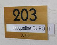 Numéro de porte à fenêtre relief et braille