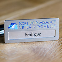 Badge Aluminium Brossé - Fixation Pince - Epingle