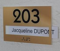 Numéro de porte à texte amosible relief et braille