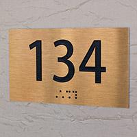 Plaque de porte dorée brossé relief et braille
